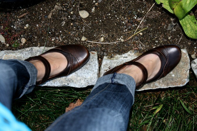 Clover Earth Footwear are the perfect mom shoe. They're comfortable enough to wear all day long while you are out and about with the family & they're cute!
