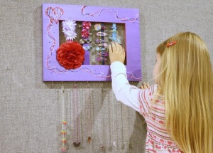 Looking for the perfect handmade gift for a girl in your life? These Handmade Hair Accessories Wall Frames are great for beginners and easy to personalize.