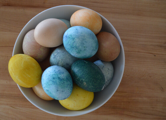 You don't have to look much further than your veggie crisper, spice cabinet, or even wine stash to create beautiful DIY naturally dyed easter eggs. Come learn more!