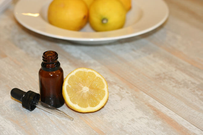 How to Clean With Lemon Essential Oil