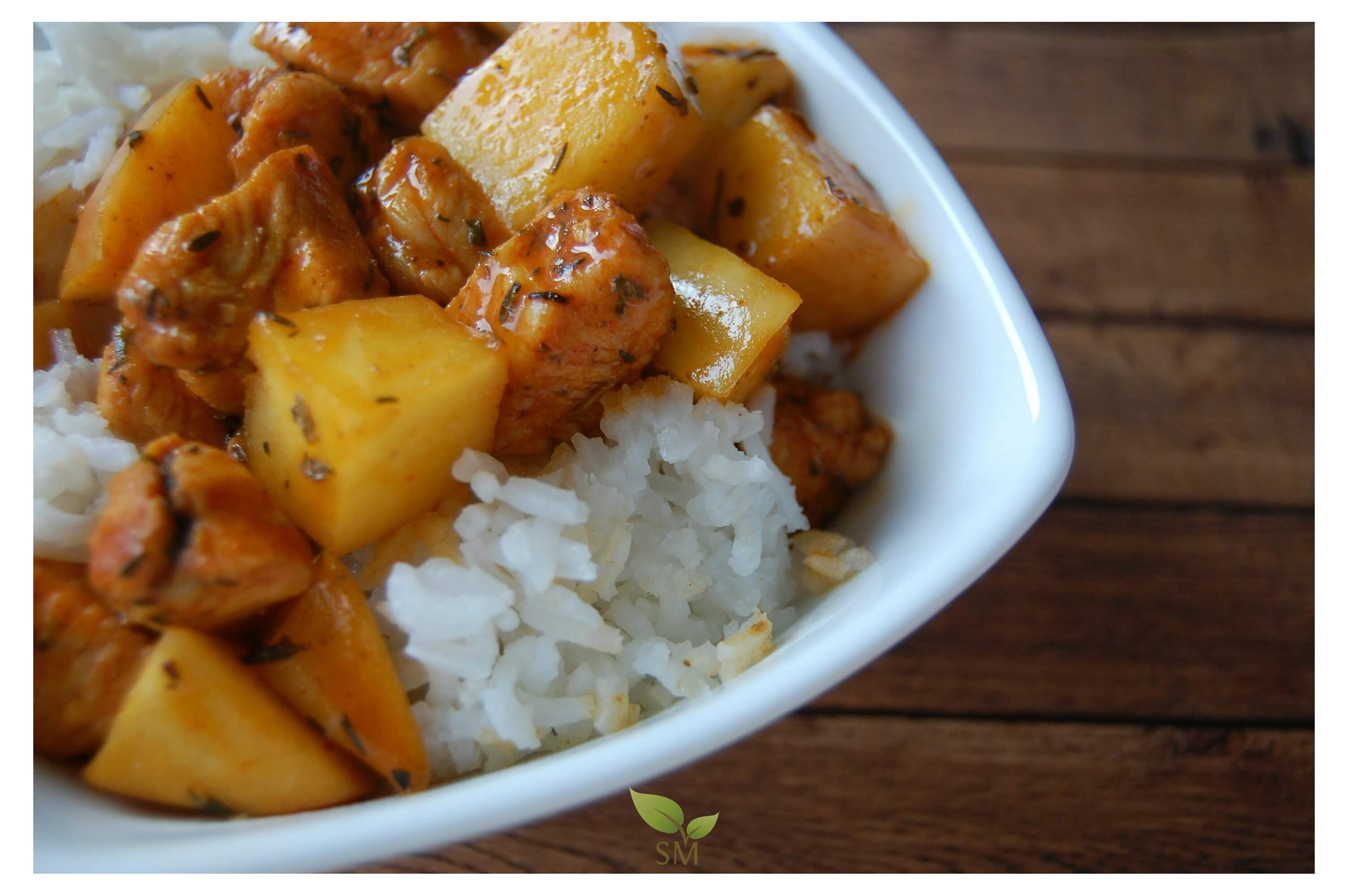 Savory Chicken And Apples Recipe - A crowd pleasure, for sure, with a delicious combination of spices - Scratch Mommy